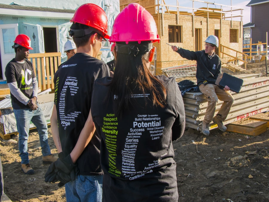 ICan Crew Builds Homes